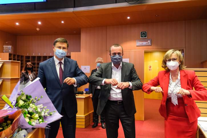 Group Meeting with Mairead McGuinness and Valdis Dombrovskis