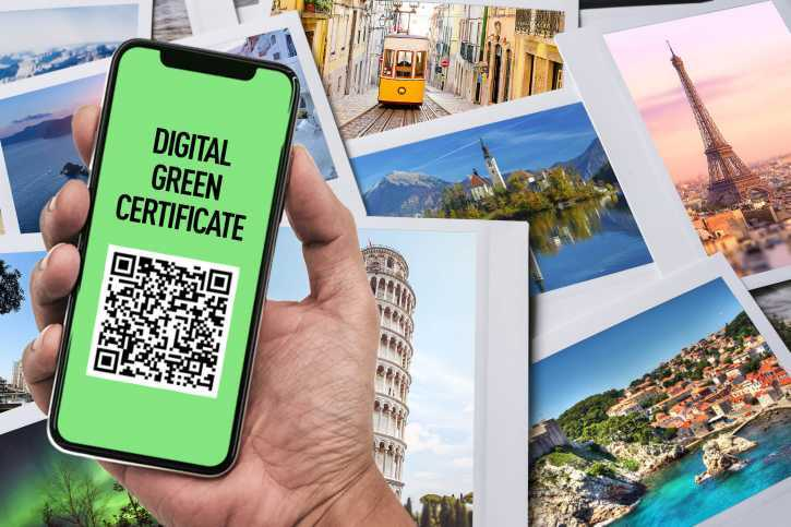 Photo of a cellphone with the digital Green certificate