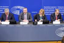 Manfred Weber (2nd to the left), (l-r) Antonio Tajani, Esther de Lange and Pedro López de Pablo