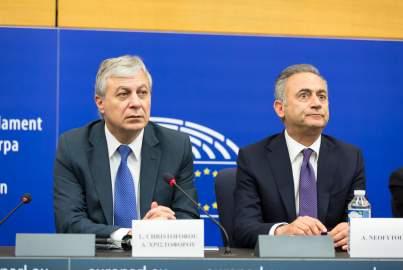 Presekonferenz über die Sitzungen des Vorsitzenden der Partei Dimokratikos Synagermos in Straßburg